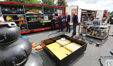 Minister meets firefighters